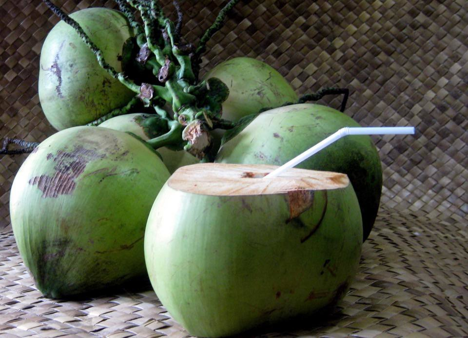 benefits-of-drinking-coconut-water-2