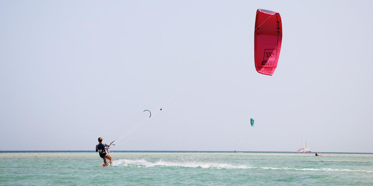 kitesurf-solo-travel-wakeupstoked - KiteSista